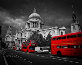 Graffitti-London-Cathedral-BW