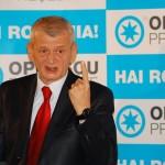 Sorin Oprescu sustine o conferinta de presa pentru prezentarea programului sau electoral, la Craiova, sambata, 31 octombrie 2009. Candidatul independent la alegerile prezidentiale, Sorin Oprescu, efectueaza o vizita in judetul Dolj. BOGDAN DANESCU / MEDIAFAX FOTO