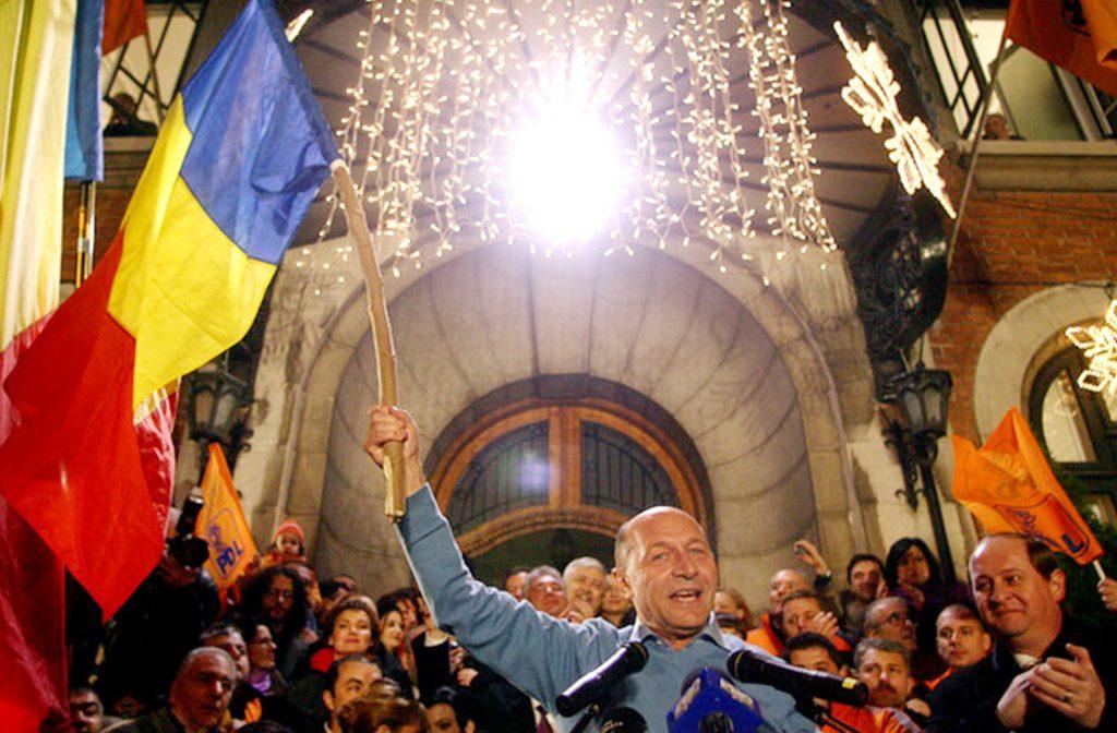 Traian Basescu sustine un discurs, dupa aflarea exit-poll-ului, in Bucuresti, duminica, 6 decembrie 2009. Mircea Geoana a obtinut, in cel de al doilea tur al alegerilor prezidentiale, 51,6% din voturi, in timp ce Traian Basescu are 48,4%, potrivit exit-poll-ului INSOMAR. MIHAI BARBU / MEDIAFAX FOTO
