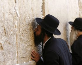 Ultra Orthodox Jews pray at the Western Wall, Judaism's holiest prayer site, in the Old City of Jerusalem September 5, 2007. REUTERS/Oleg Popov (JERUSALEM)