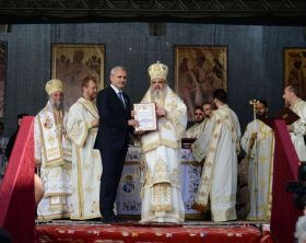 image-2014-10-13-18293710-70-liviu-dragnea-patriarhul-daniel