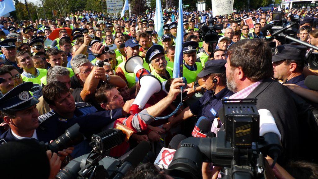 image-2010-09-24-7836158-70-mitingul-politistilor