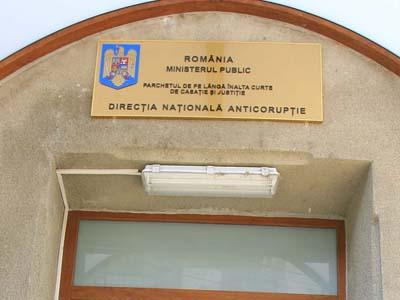 Omul de afaceri, Bogdan Balthazar, iese din sediul CNSAS, in Bucuresti, marti, 12 septembrie 2006. RAZVAN CHIRITA / MEDIAFAX FOTO