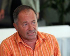 Presedintele CRP, Cristian Tudor Popescu, a declarat, luni, dupa intilnirea cu presedintele Traian Basescu, ca seful statului ar fi trebuit sa spuna la iesire, nu numai numele ziaristului care l-a amenintat, ci si faptul ca nu detine probe, asa cum a afirmat la intilnire. In imagine, Sorin Rosca Stanescu