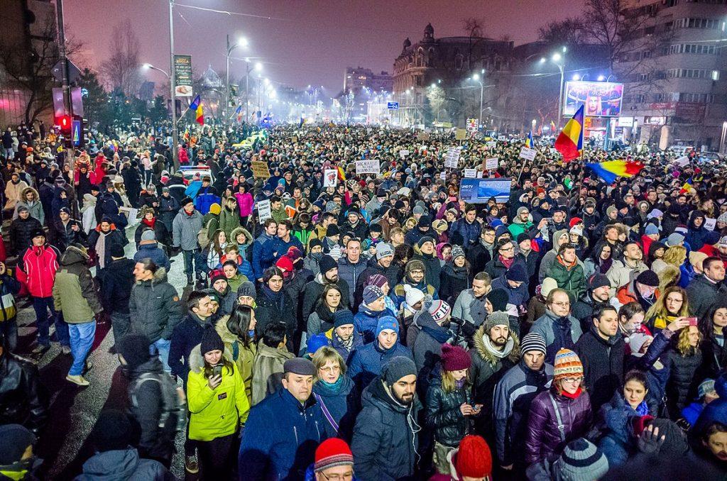 Protest_against_corruption_-_Bucharest_2017_-_Piata_Universitatii_-_5