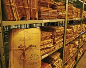 CNSAS a preluat, joi, de la un depozit al SRI din Bucuresti, primele cinci tone de dosare apartinind arhivei fostei Securitati, documentele fiind transportate la noul sediul al Consiliului din orasul ilfovean Popesti-Leordeni.