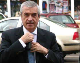 Presedintele PNL, Calin Popescu Tariceanu (S), soseste la sedinta Delegatiei Permanente a organizatiei judetene, in Baia Mare, joi, 12 martie 2009. GHITA PORUMB / MEDIAFAX FOTO