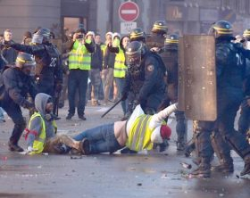 3--UNREST---French-protestors